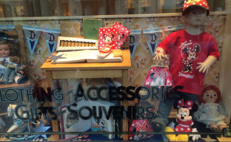 Disneyland Debuts Male Mannequin in Minnie Mouse Clothing Image