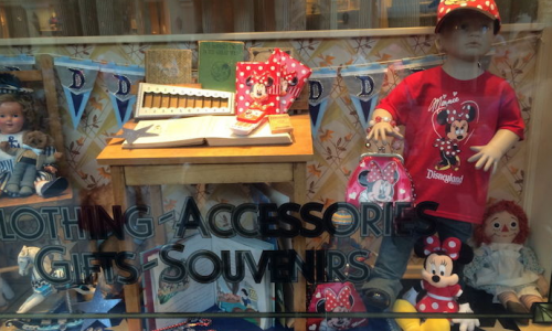 Disneyland Debuts Male Mannequin in Minnie Mouse Clothing